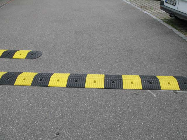 Vejbump 15 km/t - sort og gul