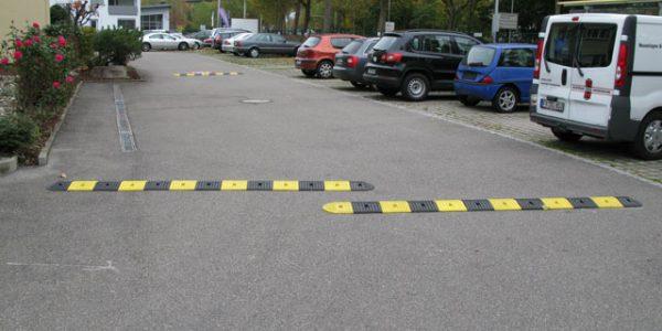 Vejbump 15 km/t - sort og gul - to-delt